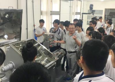 鳳和中學校長帶領蒞臨安平工廠參觀了解公司