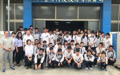 鳳和中學校長帶領學生參訪工廠